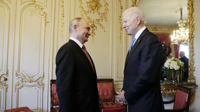 Joe Biden a Vladimír Putin se poprvé setkali
