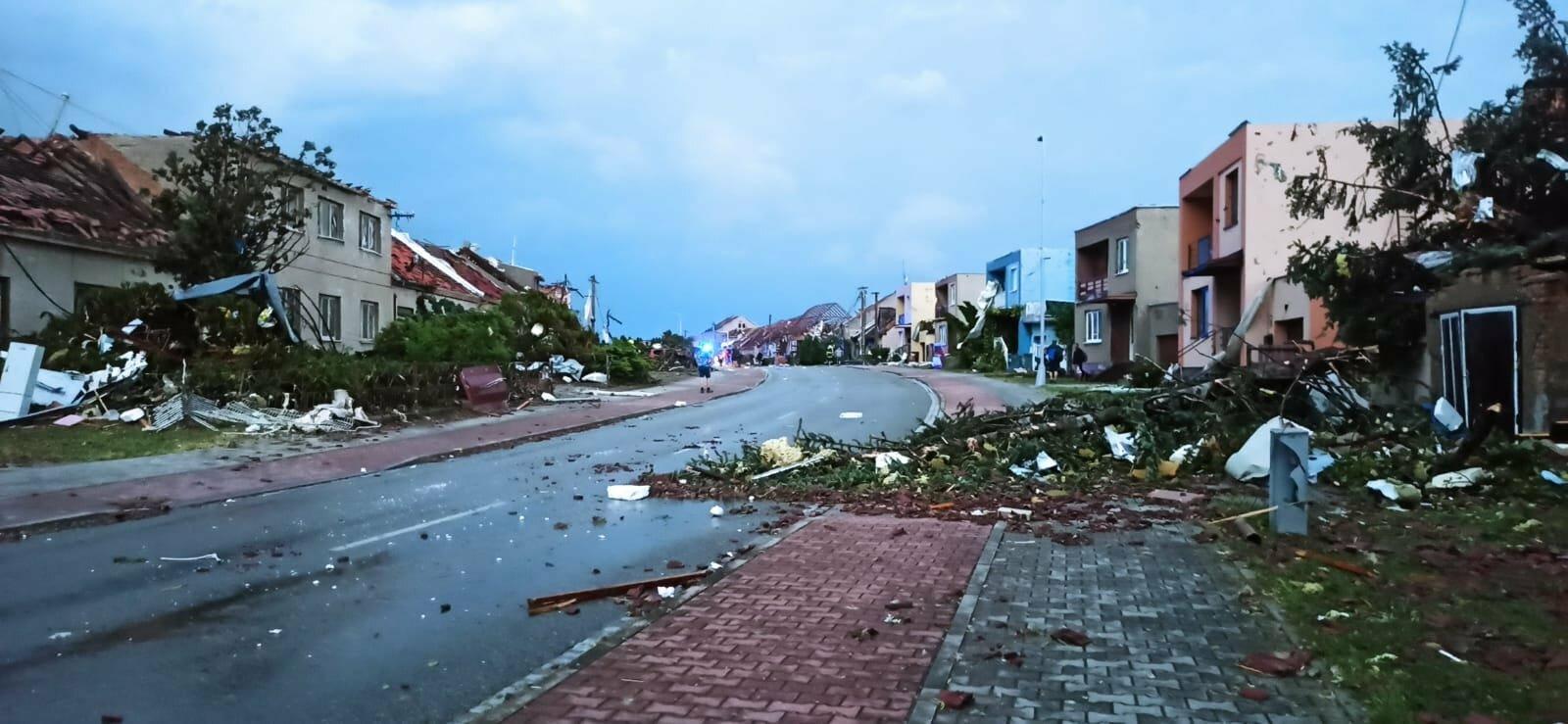 Jižní Moravou se prohnalo tornádo. (24.6.2021)