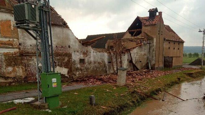 Následky silné bouře na Lounsku