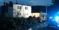 Obcí Petkovce na východě Slovenska se dnes prohnalo tornádo