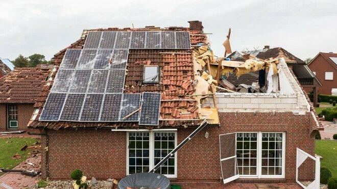 Obec na severu Německa zasáhlo tornádo, poškodilo desítky domů