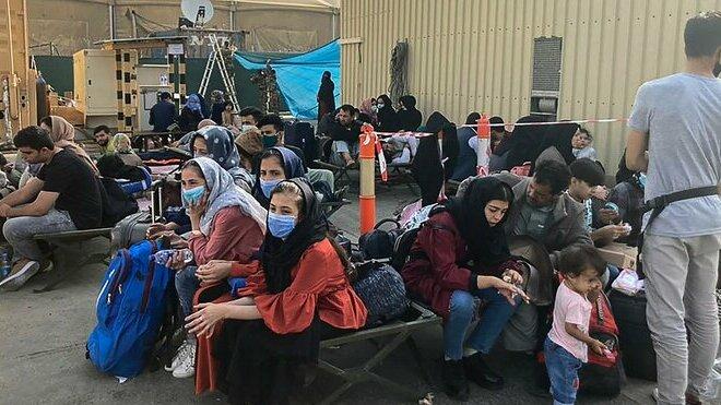 V Afghánistánu stále zůstávají lidé žádající o pomoc