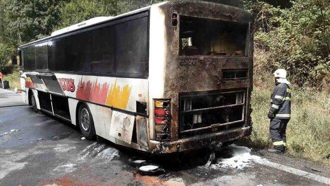 Na Šumpersku hořel autobus se 41 cestujícími, nikdo nebyl zraněn